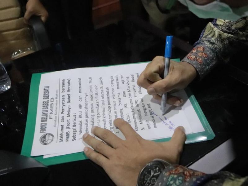 Pihaknya juga akan membuat surat resmi kepada DPR RI agar RUU HIP dihentikan karena telah membuat kisruh dalam masyarakat.