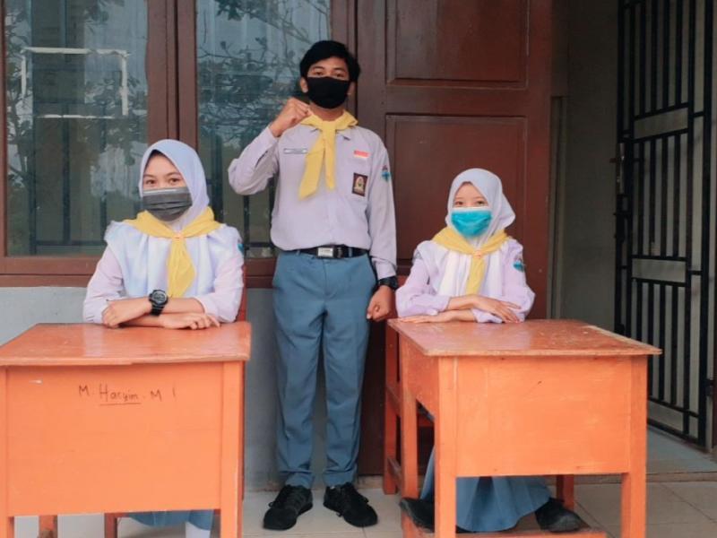 Setiap hari anggota Palang Merah Remaja (PMR) SMA N 2 Toboali melakukan proses protokol kesehatan kepada siswa baru dalam menjalani aktivitas pengenalan sekolah, di SMAN 2 Toboali Kabupaten Bangka Selatan. (Ist)