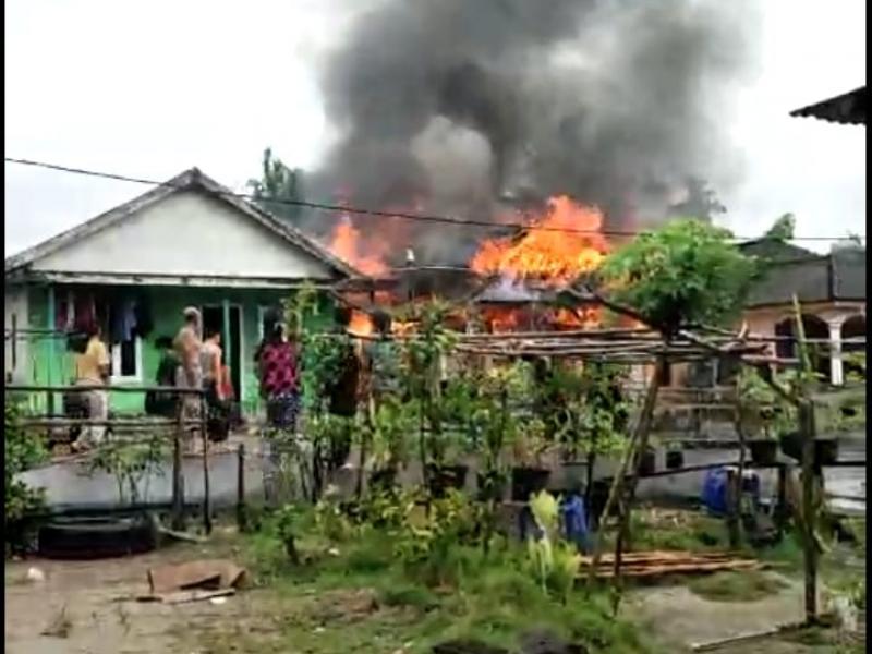 Satu unit rumah warga Desa Pangkalbuluh Kecamatan Payung Kabupaten Bangka Selatan ludes terbakar, Sabtu (9/1/2010) sekitar pukul 14.00 WIB - 16.00 WIB. (ist)