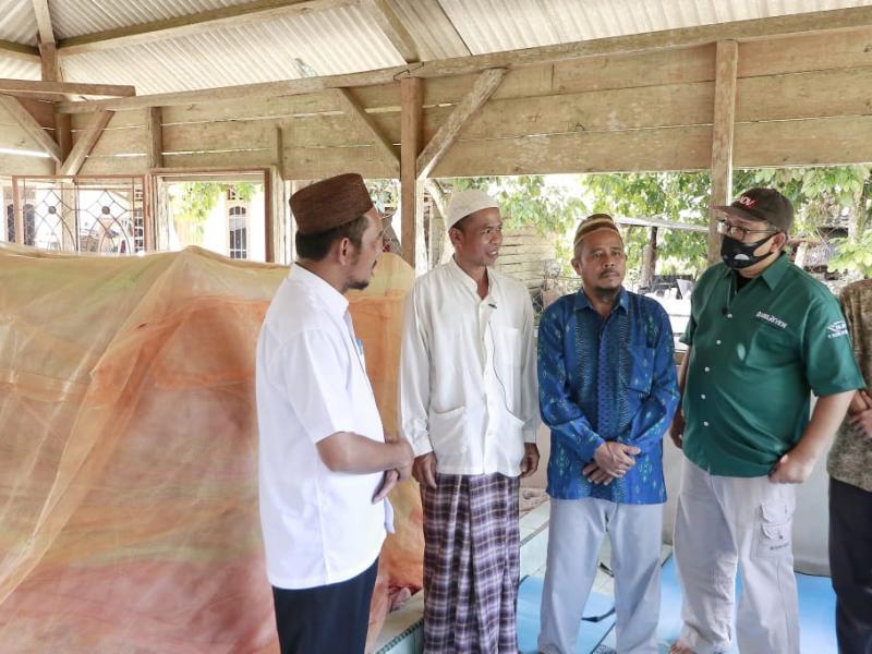 Makam ulama penyebar Islam di Pulau Bangka, Syaikh KH Abdus Shamad ini berada di Desa Kemuje Kecamatan Mendobarat Kabupaten Bangka Provinsi Kepulauan Bangka Belitung. (fierly/babelreview)