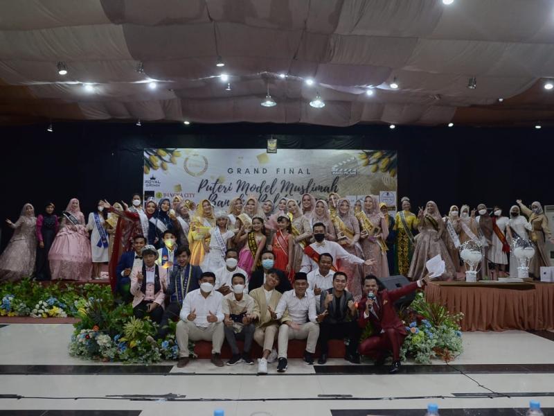 Ika Agusti Rahayu akhirnya terpilih menjadi Puteri Model Muslimah Babel 2021, pada malam final yang digelr di Bangka City Hotel, Minggu (11/4/2021) malam. (ist)