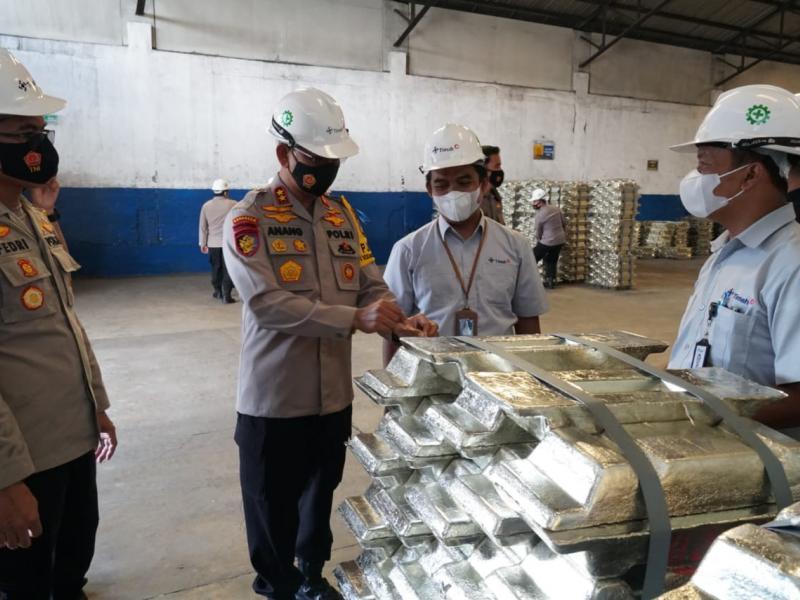 Kapolda Bangka Belitung Irjen Polisi Drs Anang Syarif Hidayat mengunjunggi Unit metalurgi PT Timah, Kamis (15/4/2021).(ist)