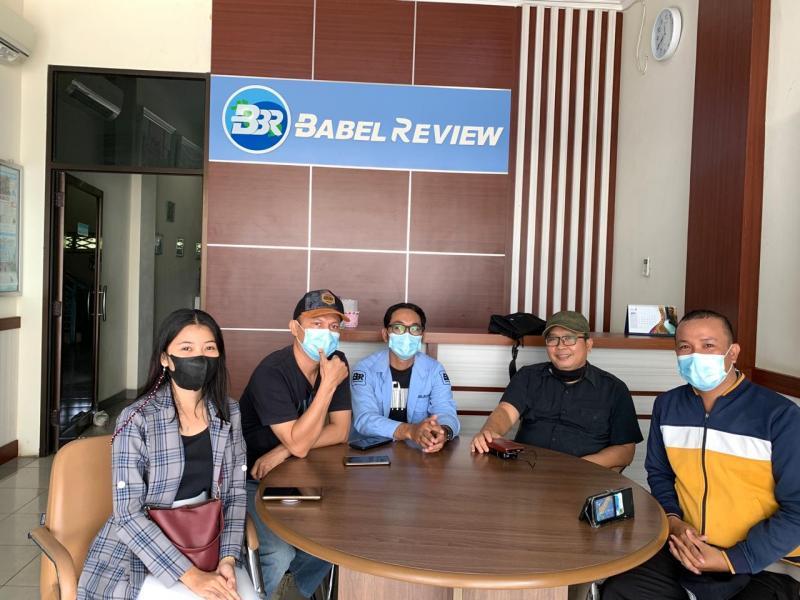 Produser Film 7 Purnama Di 1 Syawal, Afik Hariyadi berkunjung ke Redaksi Babel Review, Selasa (20/4/2021). (diko)