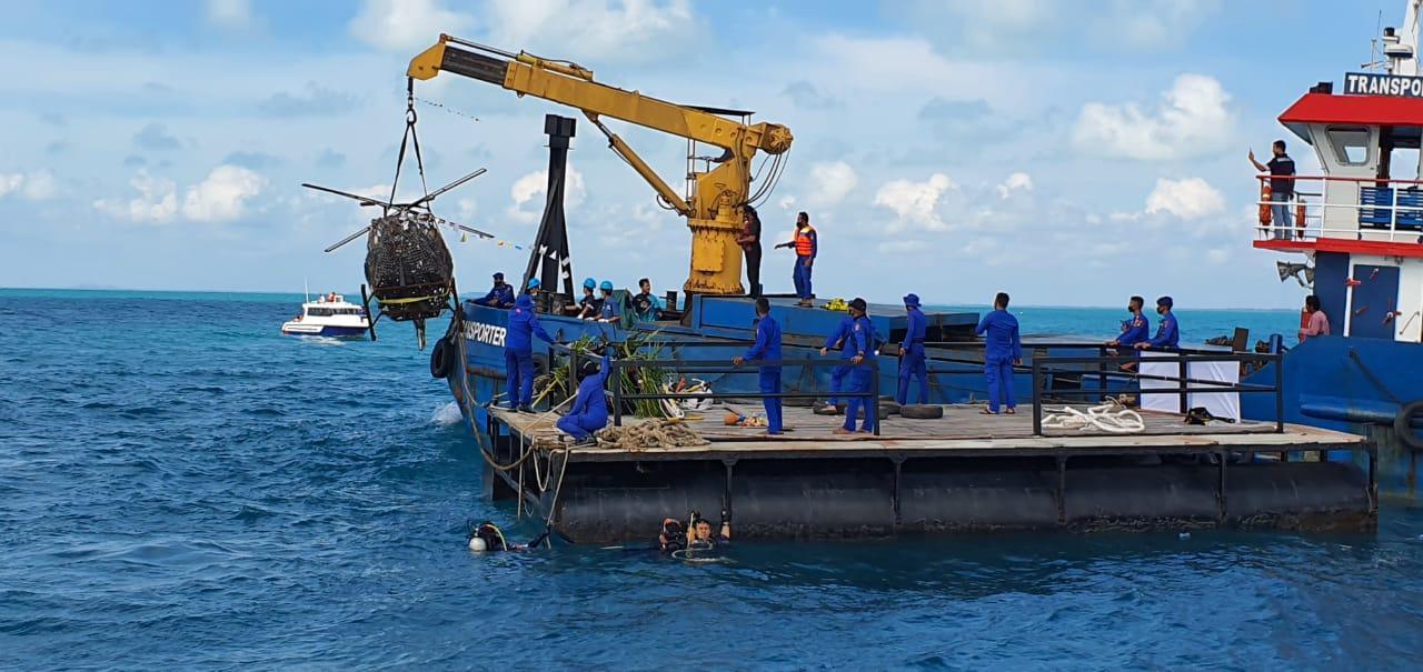 Polda Babel Tenggelamkan Rumpon dari Ribuan Knalpot Sitaan di Perairan Pulau Ketawai