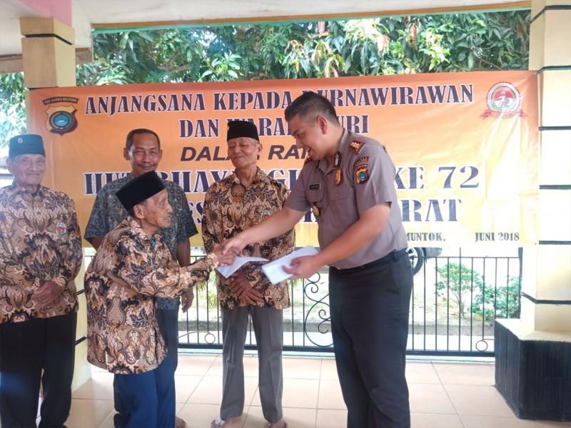 Polres Babar Santuni Purnawirawan dan Warakawuri