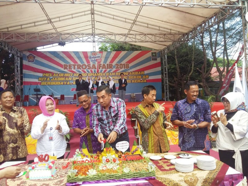 Potongan Nasi Tumpeng Hingga Pelepasan Balon Mewarnai Perayaan Retrosa Fair 2018 SMANSA Pangkalpinang