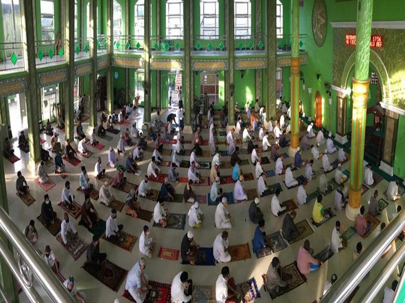 Potret Masjid Nurul Hikmah Pagarawan Gelar Sholat Ied Sesuai Protokol Covid-19