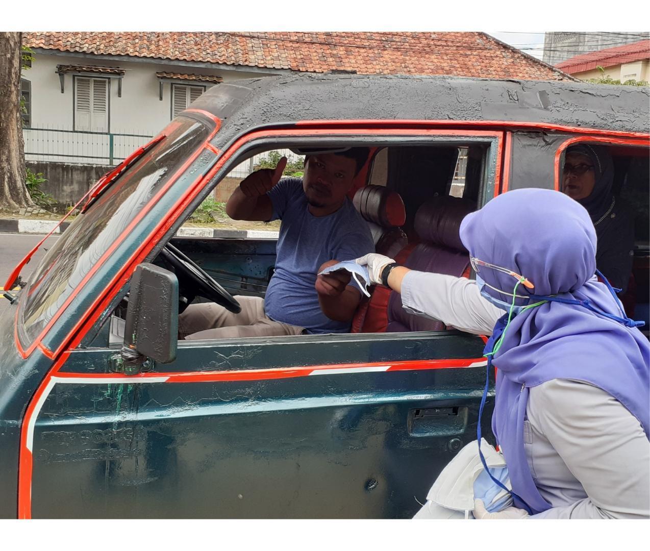 PT. Timah Bagikan Ribuan Lembar Masker Kain ke Masyarakat di Wilayah Operasional Secara Serentak