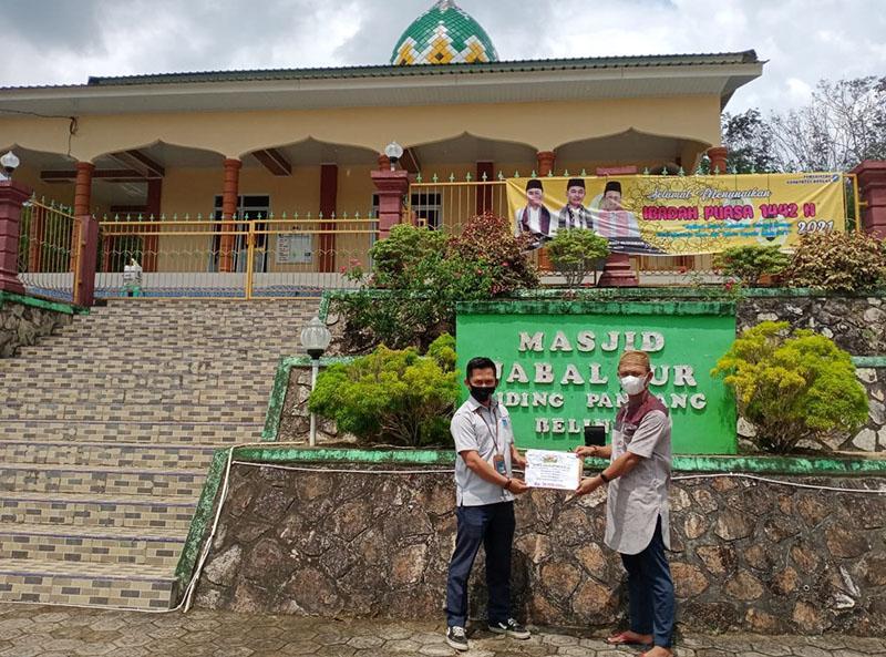 PT Timah Salurkan Bantuan ke Masjid Jabal Nur Desa Riding Panjang