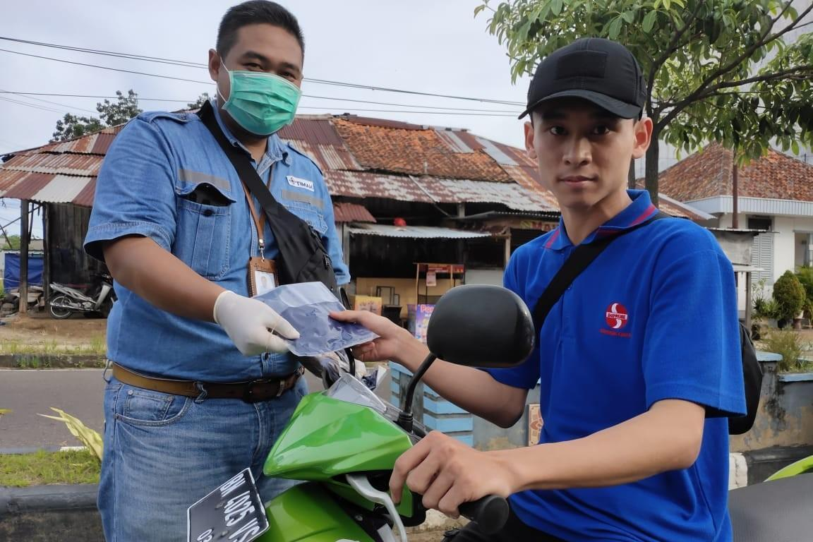 PT Timah Tbk Bagikan 20.000 Masker Kain Produksi UMKM Secara Serentak