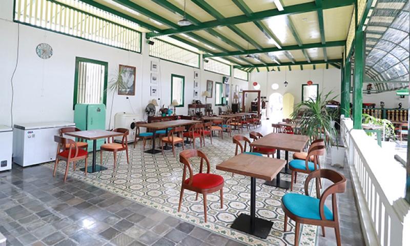 Resto di Rumah Kapiten Lay