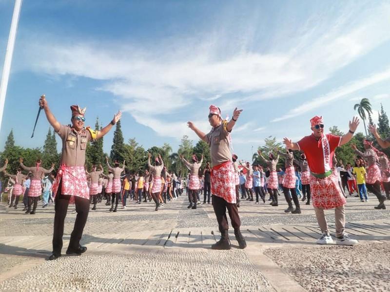 Ribuan Polisi Babel Promosikan Senam Bedincak di Alun-Alun Pangkalpinang