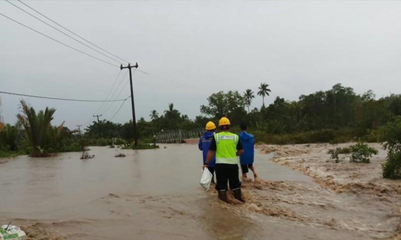 Saat Banjir PLN Himbau Warga Matikan Listrik
