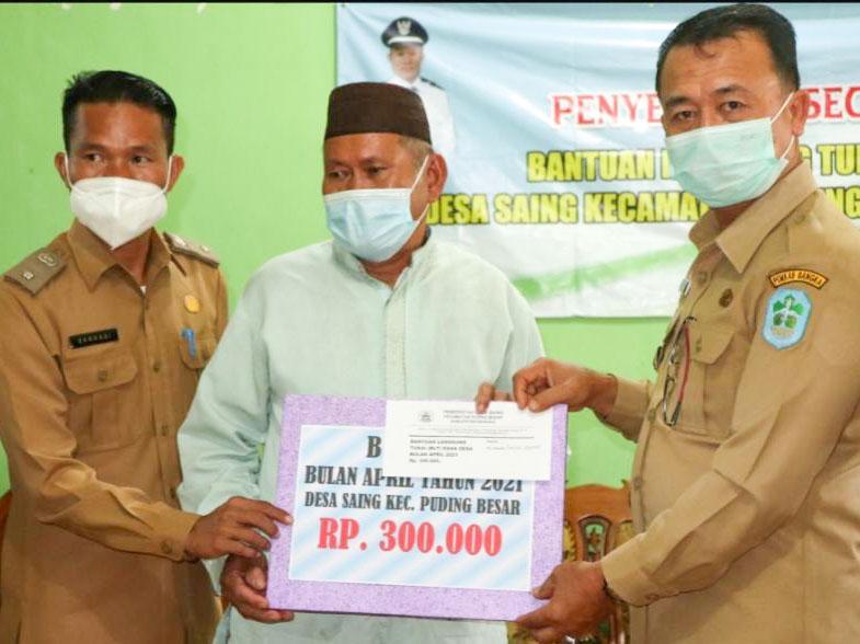 Salurkan Bantuan BLT DD, Wabup Bangka Imbau Masyarakat Taati Prokes