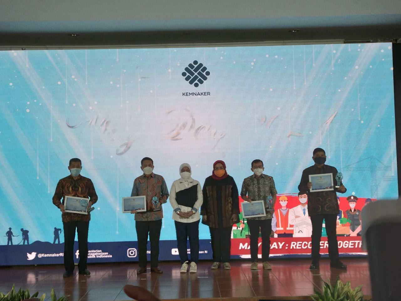 """Santika Indonesia Hotels & Resorts Raih Penghargaan sebagai Perusahaan """"Tahan Pandemik"""""""