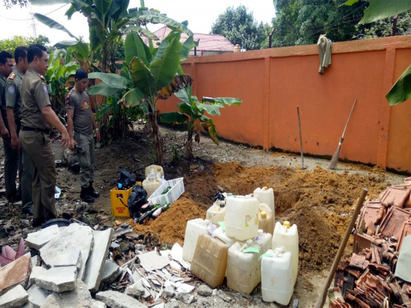 Sat Pol PP Bangka Musnahkan Ratusan Liter Arak