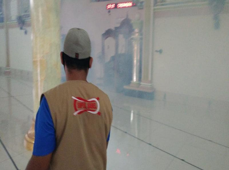 Satgas Relawan Covid-19 Simpul Babel Semprot Disinfektan di Masjid