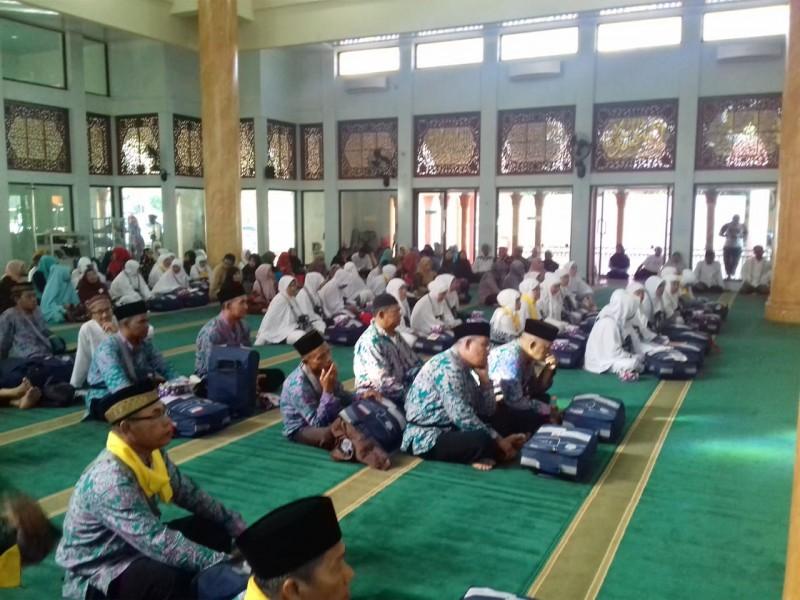 Sekda Bangka Lepas Jemaah Calon Haji Asal Sungailiat