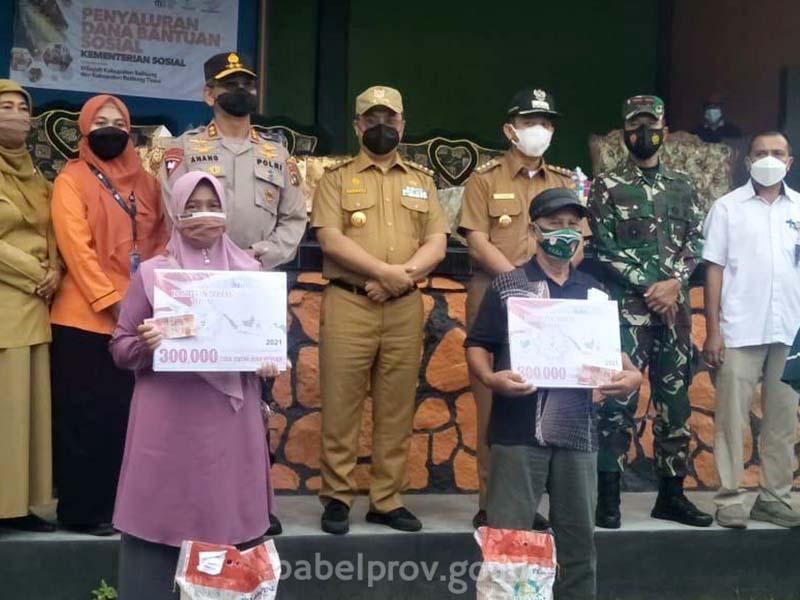 Selain Pastikan PPKM Level IV Beltim Berjalan Baik, Gubernur Erzaldi Juga Salurkan Bantuan