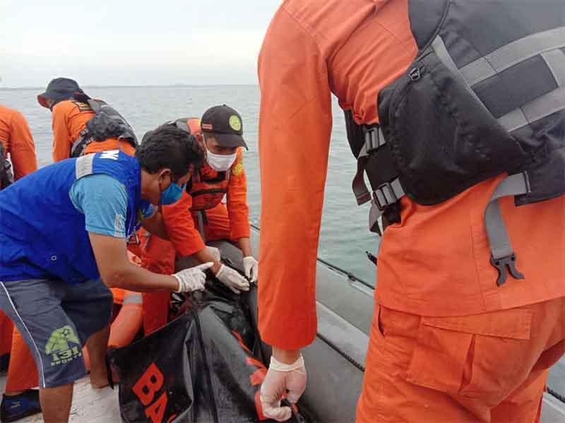 Setelah Empat Hari Pencarian, Tim SAR Gabungan Temukan Nelayan Cumi yang Jatuh ke Laut