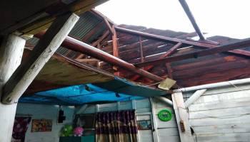 15 Rumah Rusak Dihantam Angin Kencang Sambut Hujan Pertama di Muntok