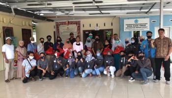 40 Paket Sembako Dibagikan Mahasiswa KKN UBB Desa Kace Timur untuk Warga Terdampak Covid-19