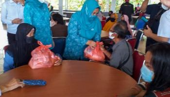500 Paket Sembako Murah Sebagai Penutup Kegiatan Ramadan TP PKK Basel