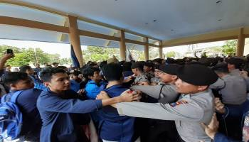 Aksi Peringatan Hari Buruh dan Hardiknas Oleh Aliansi Mahasiswa Babel Berakhir Ricuh
