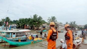 Alami Kejang-kejang, Seorang Nelayan Terjatuh dari Kapal di Perairan Sadai