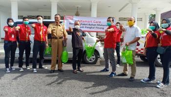 Alfamart Beri Bantuan 250 Paket Sembako kepada Pemkot Pangkalpinang