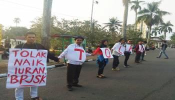 Aliansi Masyarakat Sipil Gelar Aksi Tolak Kenaikan Iuran BPJS