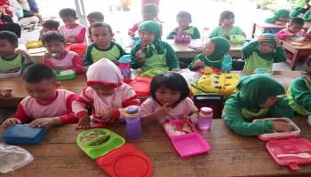 Anak-Anak Diajak Gemar Makan Ikan