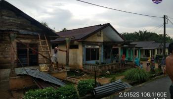 Angin KencangHantam Desa Malik, 7 Rumah Warga Rusak Parah