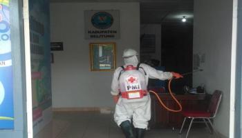 Antisipasi Covid-19, PMI Belitung Semprotkan Disinfektan ke Kantor BNNK