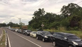 Antrian Kendaraan di Pelabuhan Tanjung Kalian Muntok Capai 1 Km