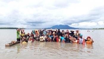 Atraksi Ngupang dan Betungkah, Cara Warga Pangkal Niur Menolak Tambang Laut Illegal