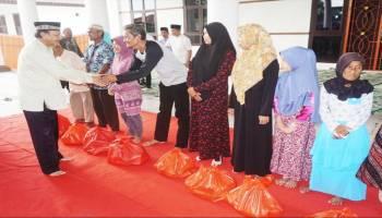 Awal Ramadhan Pemkab Babar Santuni Warga Kurang Mampu