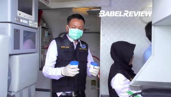 Begini Ketika Pilot dan Co-Pilot Tes Urine Langsung Di Dalam Pesawat