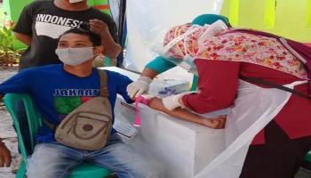 Berikan Perlindungan, Relawan PMI Bangka Barat Jalani Rapid Test