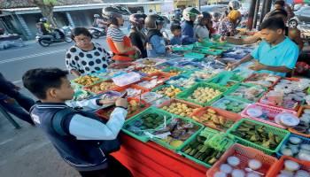 Berkah Pedagang Takjil di Bulan Ramadhan