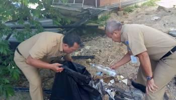 Bersih-Bersih Lingkungan Kantor, Kepala Dinas Kominfo Sudarman Ajak Pegawai Memilah Sampah