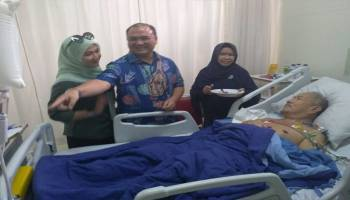 Besuk Mantan Wali Kota Pangalpinang di RSCM Jakarta, Erzaldi: Kita Doakan Pak Zul Cepat Sembuh