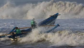 BMKG: Pasang Laut Sungailiat Capai Dua Meter Lebih