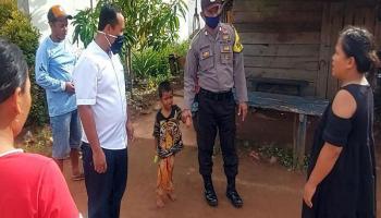 Bocah Hendra Diantar Polisi ke Rumah Bibinya