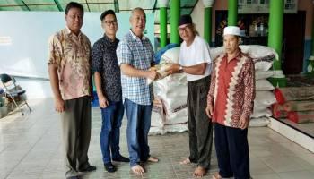 Bolesa Serahkan 1,5 Ton Beras ke Masjid Al Khosiun Semabung Lama