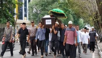 Breaking News - Isak Tangis Iringi Pemakaman Korban Lion Air JT 610, Tessa Kausar