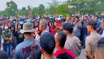 Breaking News: Ratusan Massa Pro PIP Tanjung Kubu Serbu Kantor Pemda Basel
