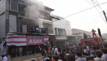 Breaking News: Toko Sembako Muntok Terbakar