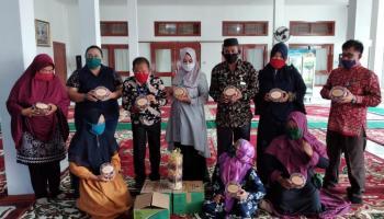 Bupati Bangka Dan PT. BAA Ajak Masyarakat Bantu Promosikan Produk Kue Buatan UMKM Kasih Kenanga