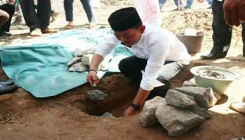 Bupati Bangka Letakkan Batu Pertama Pembangunan SMPN 5 Mendobarat